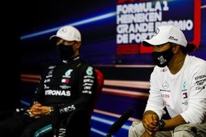 Valtteri Bottas, Mercedes-AMG F1, and pole man Lewis Hamilton, Mercedes-AMG F1, in the post Qualifying Press Conference