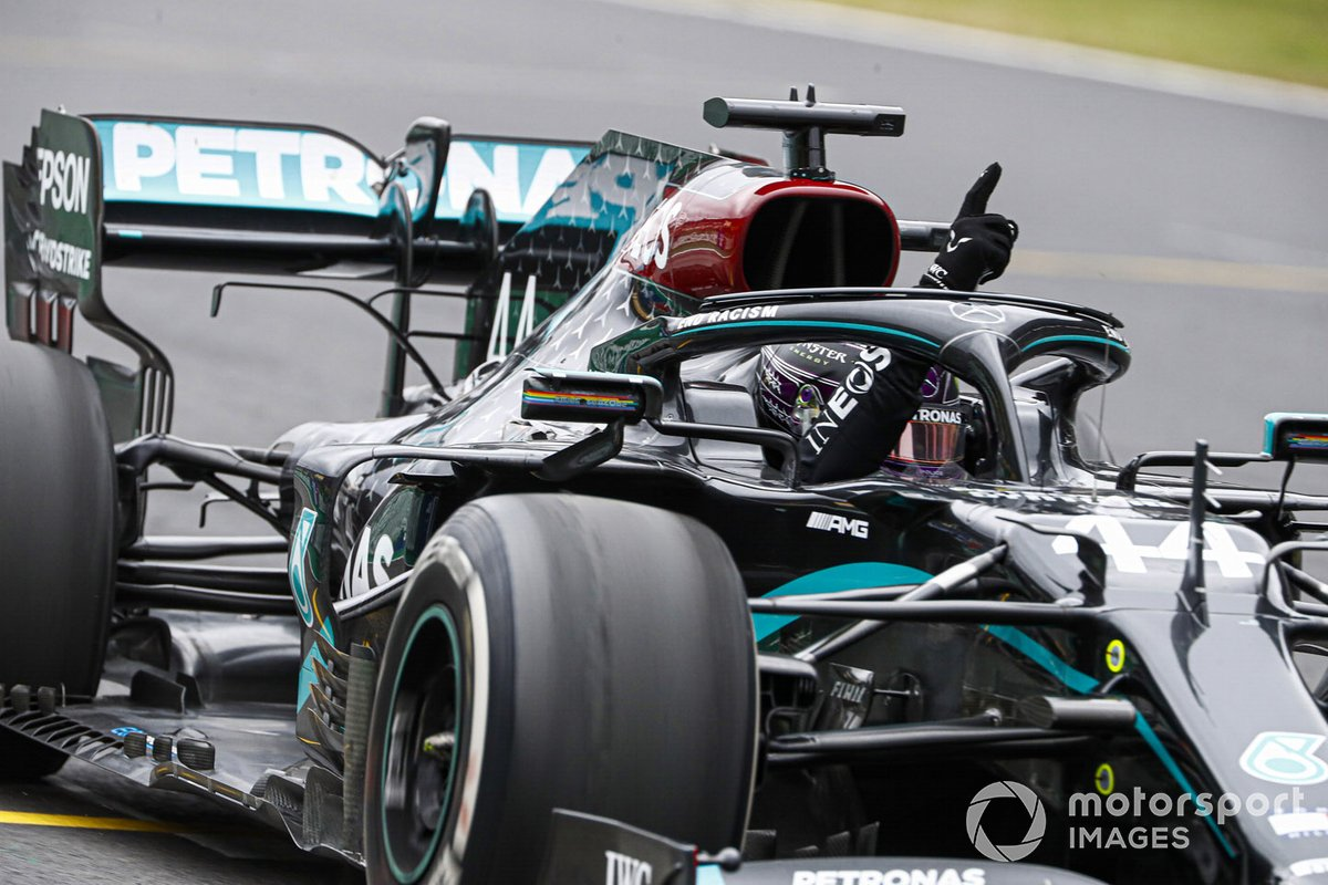 Lewis Hamilton, Mercedes F1 W11, taglia il traguardo in 1 ° posizione e conquista la sua 92 ° vittoria in F1
