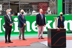 Chase Carey, Chairman, Formula 1, Prince ALbert II of Monaco and Jean Todt, President, FIA on the grid with the trophy