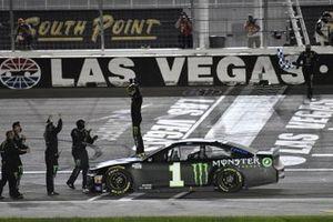 Race winner #1: Kurt Busch, Chip Ganassi Racing, Chevrolet Camaro Monster Energy