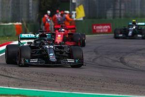 Lewis Hamilton, Mercedes F1 W11, Sebastian Vettel, Ferrari SF1000