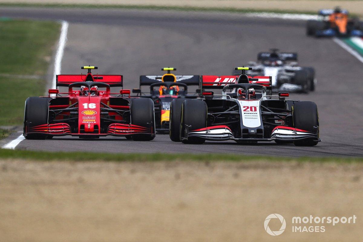 Kevin Magnussen, Haas VF-20, y Charles Leclerc, Ferrari SF1000