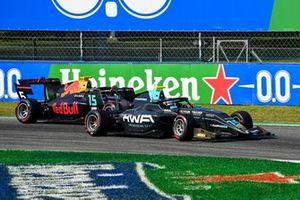 Jake Hughes, HWA Racelab and Liam Lawson, Hitech Grand Prix battle