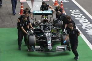 Valtteri Bottas, Mercedes F1 W11 EQ Performance, is moved in Parc Ferme by mechanics