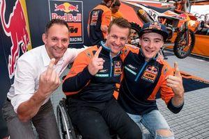 Pit Beirer met Jeffrey Herlings, Red Bull KTM Factory Racing na het behalen van de wereldtitel in Assen