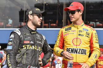 Joey Logano, Team Penske, Ford Fusion Shell Pennzoil and Daniel Suarez, Joe Gibbs Racing, Toyota Camry STANLEY