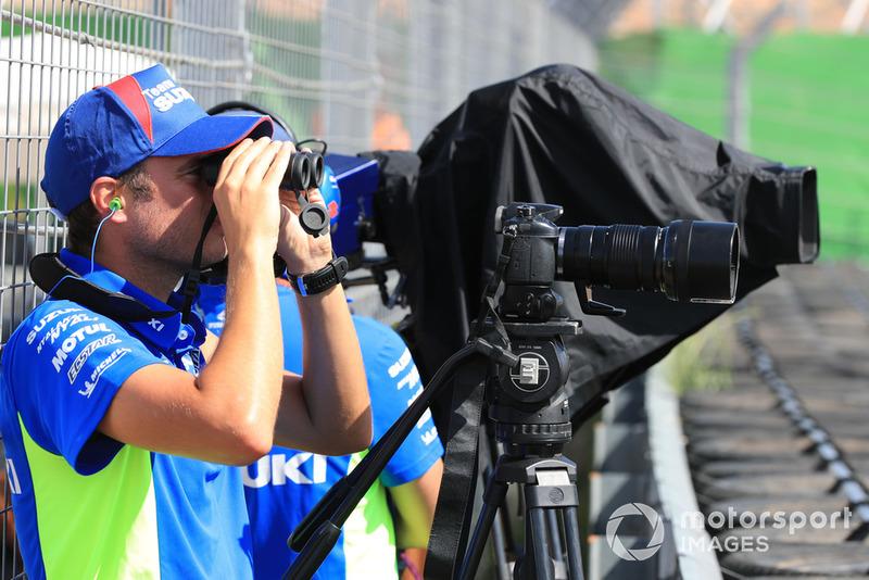 Teknisi video dan kamera Suzuki