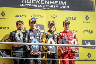 Podium: Max Fewtrell, R-Ace GP, Yifei Ye, Josef Kaufmann Racing, Oscar Piastri, Arden