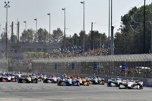 Josef Newgarden, Team Penske Chevrolet, Will Power, Team Penske Chevrolet, Alexander Rossi, Andretti Autosport Honda, start