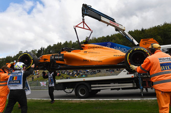 Разбитый автомобиль McLaren MCL33 Стоффеля Вандорна
