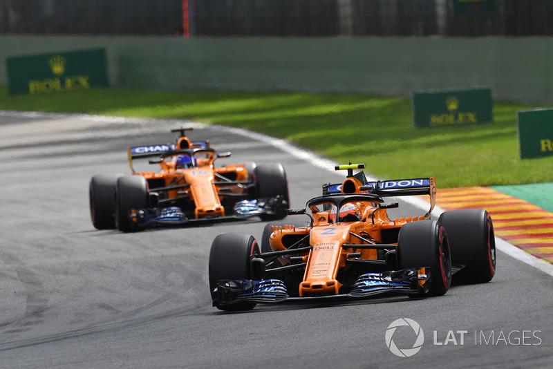 Stoffel Vandoorne, McLaren MCL33 and Fernando Alonso, McLaren MCL33
