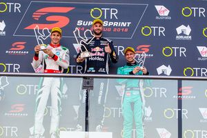 Подиум: победитель Шейн ван Гисберген, Triple Eight Race Engineering Holden, второе место – Рик Келли, третье место – Майкл Карузо, Nissan Motorsport