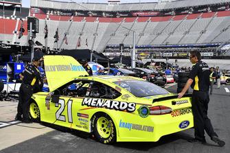 La crew di Paul Menard, Wood Brothers Racing, Ford Fusion Menards / Knauf