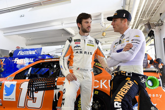Daniel Suarez, Joe Gibbs Racing, Toyota Camry ARRIS, Jamie McMurray, Chip Ganassi Racing, Chevrolet Camaro GEARWRENCH