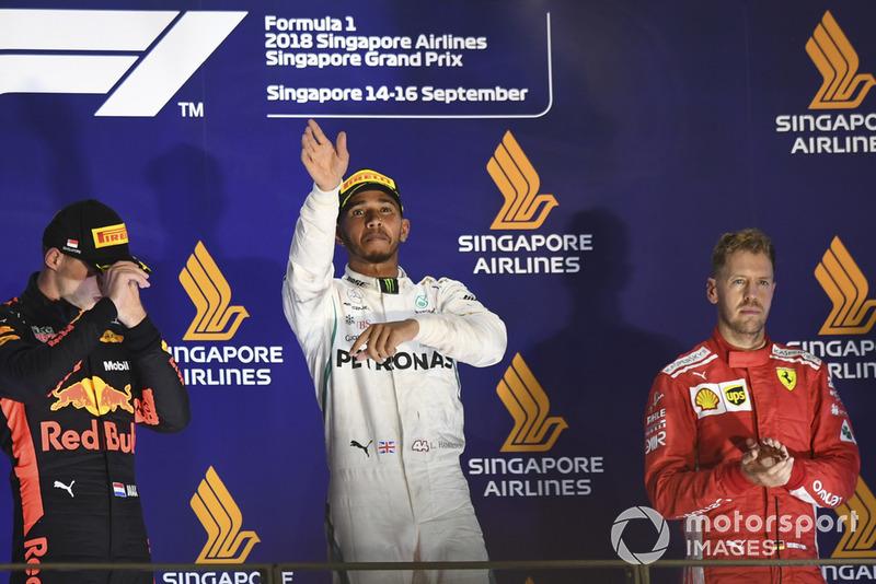 Podio: Max Verstappen, Red Bull Racing, Lewis Hamilton, Mercedes AMG F1 y Sebastian Vettel, Ferrari celebran