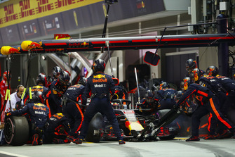 Daniel Ricciardo, Red Bull Racing RB14, in de pits