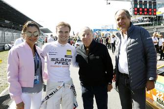 Lucas Auer, Mercedes-AMG Team HWA con Jean Todt, Presidente FIA, Gerhard Berger, Presidente ITR