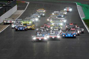 Start, #7 Toyota Gazoo Racing Toyota TS050: Mike Conway, Kamui Kobayashi, Jose Maria Lopez leads