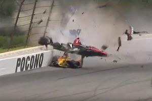 Crash de Robert Wickens, Schmidt Peterson Motorsports Honda et Ryan Hunter-Reay, Andretti Autosport Honda