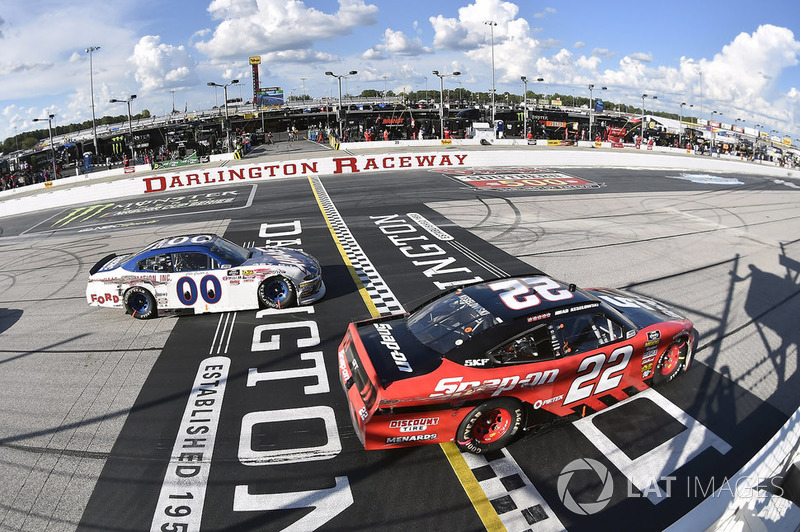 Brad Keselowski, Team Penske, Ford Mustang Snap-On and Cole Custer, Stewart-Haas Racing, Ford Mustang Haas Automation