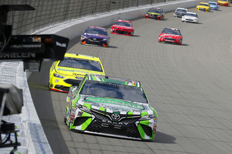Kyle Busch, Joe Gibbs Racing, Toyota Camry Interstate Batteries e Ryan Blaney, Team Penske, Ford Fusion Menards/Knauf Insulation