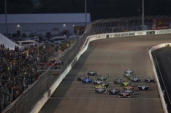 Scott Dixon, Chip Ganassi Racing Honda, Alexander Rossi, Andretti Autosport Honda, Josef Newgarden, Team Penske Chevrolet, Will Power, Team Penske Chevrolet, arrancada