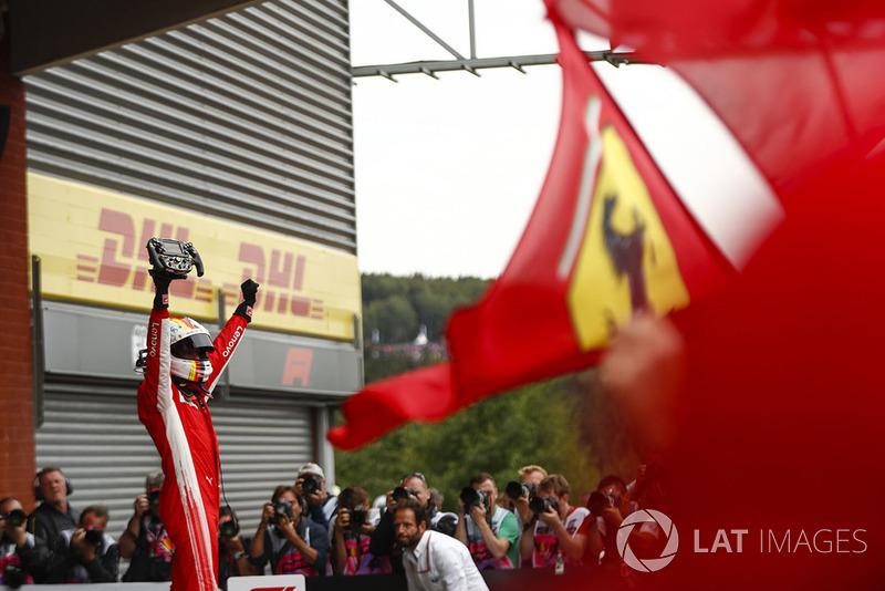 Sebastian Vettel, Ferrari, pierwsze miejsce, radość w parku zamkniętym