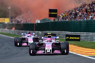 Esteban Ocon, Racing Point Force India VJM11 en Sergio Perez, Racing Point Force India VJM11