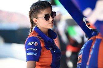 Une employée de Red Bull KTM Tech 3