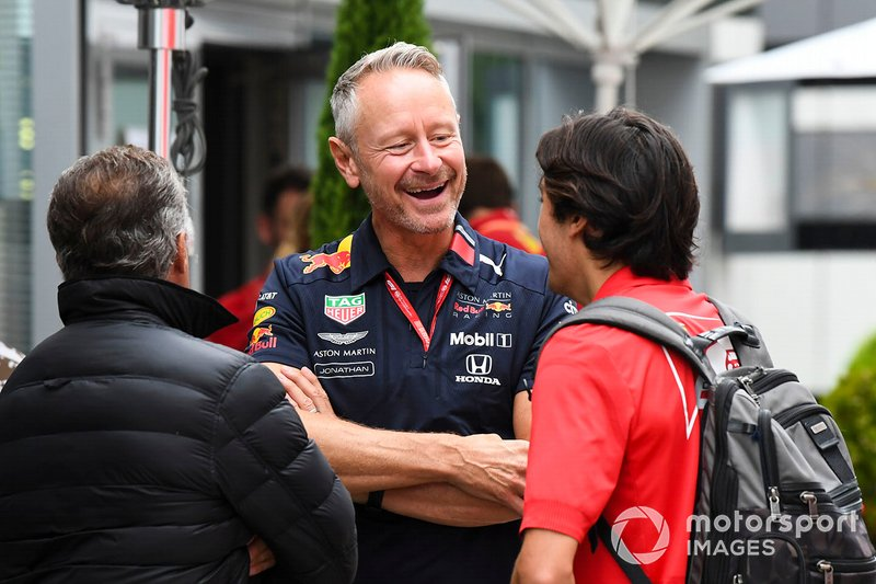 Jonathan Wheatley, Team Manager, Red Bull Racing, talks to Jean and Giuliano Alesi