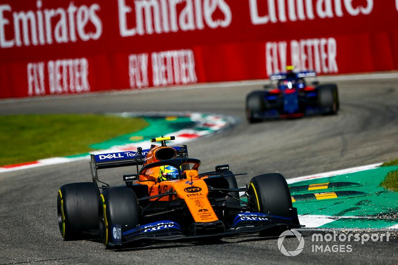 Lando Norris, McLaren MCL34, leads Pierre Gasly, Toro Rosso STR14