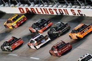 Joey Logano, Team Penske, Ford Mustang Shell Pennzoil and Erik Jones, Joe Gibbs Racing, Toyota Camry Sport Clips Throwback