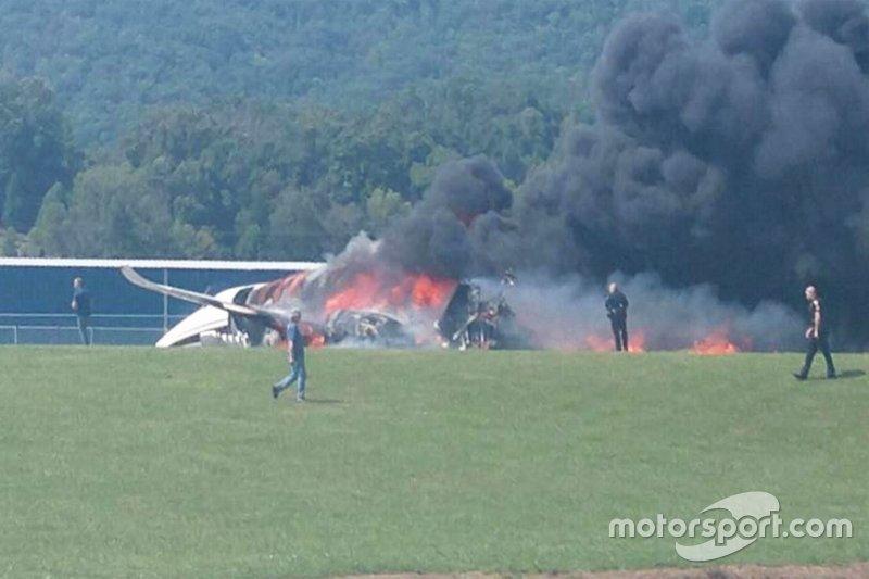 O que restou do avião em que levava Dale Earnhardt Jr.