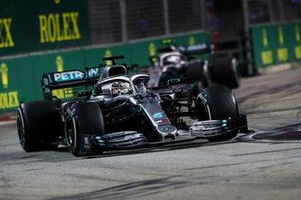 Lewis Hamilton, Mercedes AMG F1 W10 leads Valtteri Bottas, Mercedes AMG W10