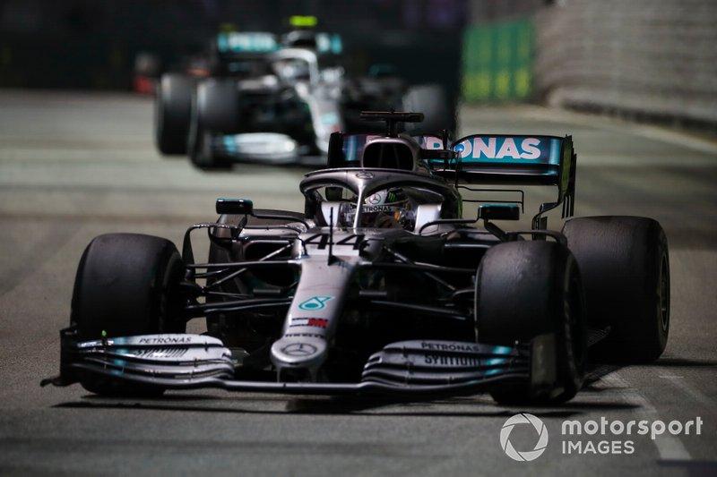 Hamilton y Mercedes lamentan la estrategia fallida