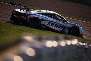 #11 Planex Smacam Racing McLaren 720S GT3: Mika Hakkinen, Katsuaki Kubota, Hiroaki Ishiura