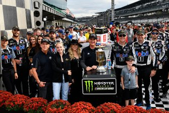 Kevin Harvick, Stewart-Haas Racing, Ford Mustang Mobil 1 wins