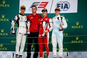 Leonardo Pulcini, Hitech Grand Prix, Race winner Marcus Armstrong, PREMA Racing and Jake Hughes, HWA RACELAB on the podium with the trophy