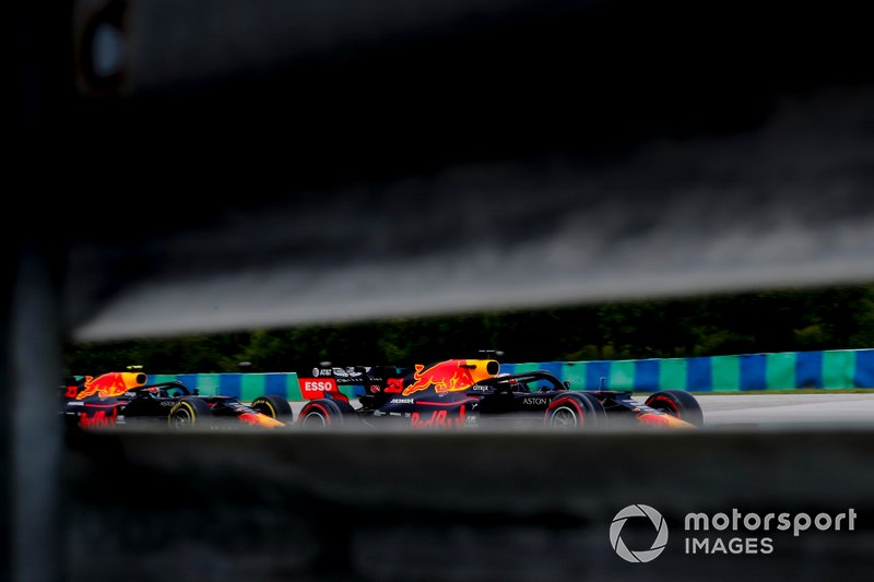 Max Verstappen, Red Bull Racing RB15, y Pierre Gasly, Red Bull Racing RB15