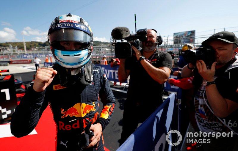Race winner Juri Vips, Hitech Grand Prix, Red Bull Racing in Parc Ferme