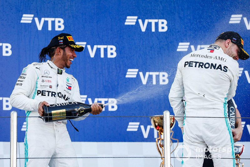Podio: ganador Lewis Hamilton, Mercedes AMG F, segundo lugar Valtteri Bottas, Mercedes AMG F1