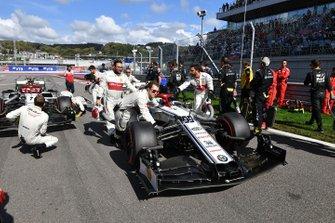 Antonio Giovinazzi, Alfa Romeo Racing C38, arrives on the grid