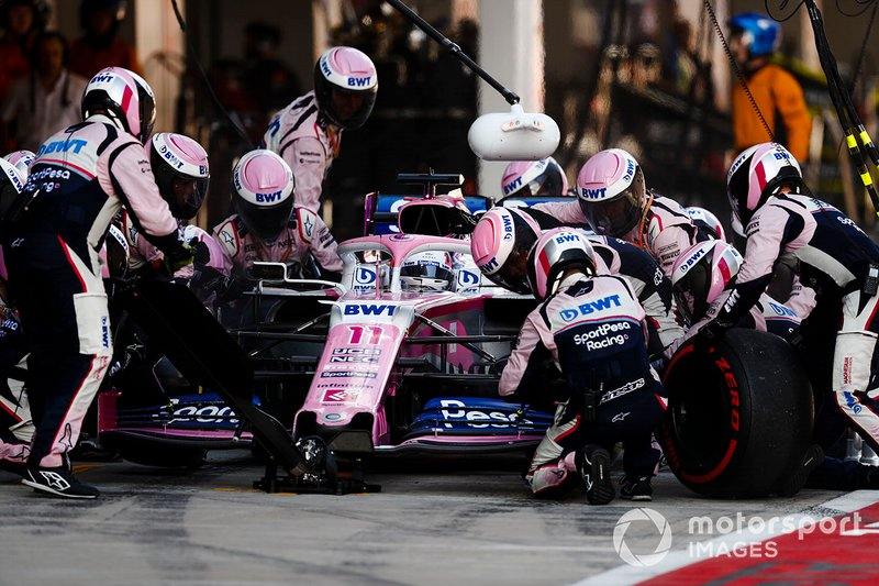 Sergio Perez, Racing Point RP19, fa un pit stop