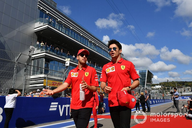 Sebastian Vettel, Ferrari, e Charles Leclerc, Ferrari, alla parata dei piloti
