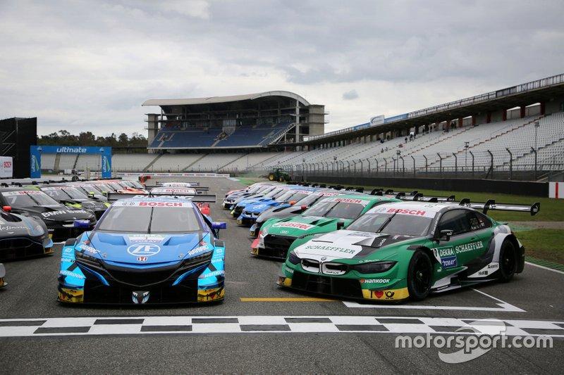 Foto di gruppo SUPER GT incontra il DTM, Marco Wittmann, BMW Team RMG, BMW M4 DTM, Jenson Button, Team Kunimitsu Honda, Honda NSX Super-GT