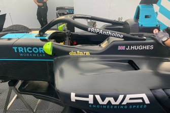 Anthoine Hubert tribute on the car of Jake Hughes, HWA RACELAB