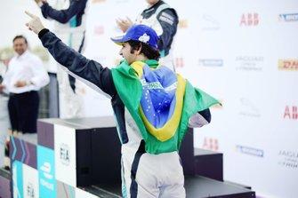 Il vincitore della gara Sérgio Jimenez, Jaguar Brazil Racing sul podio