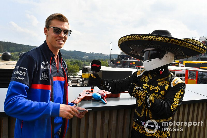 Гонщик Scuderia Toro Roso Даниил Квят и промоутер Гран При Мексики Марио Ачи