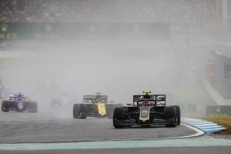 Kevin Magnussen, Haas F1 Team VF-19, leads Daniel Ricciardo, Renault F1 Team R.S.19