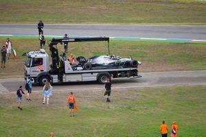 I tifosi invadono il circuito mentre la monoposto di Valtteri Bottas, Mercedes AMG W10, viene riportata ai box